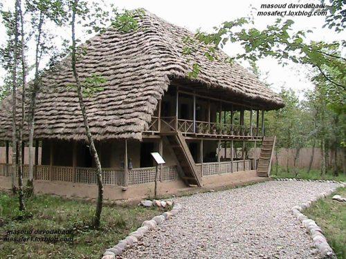 کلبه چوبی چمستان